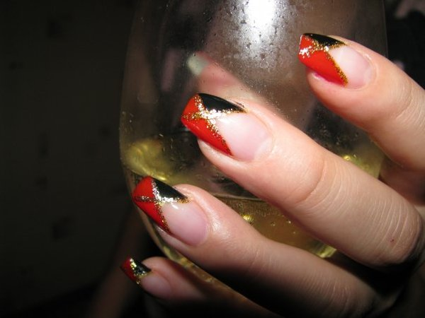 Ногти нарощенные в красном цвете