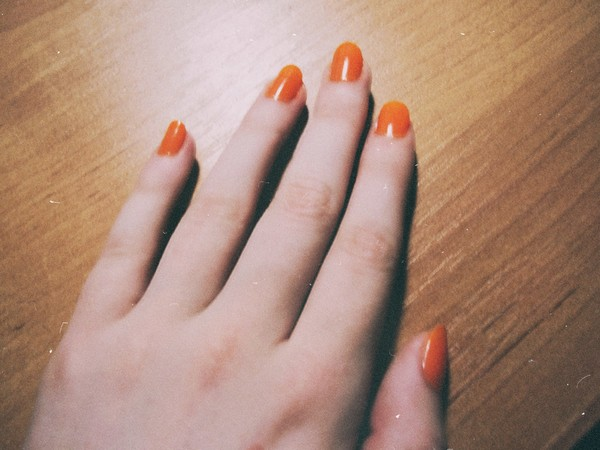 Фото как девочки красят ногти