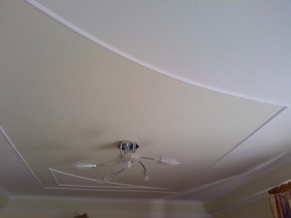 Как оформить потолок в комнате своими руками