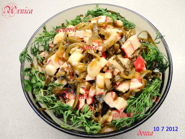 Салат с готовым морским коктейлем рецепт