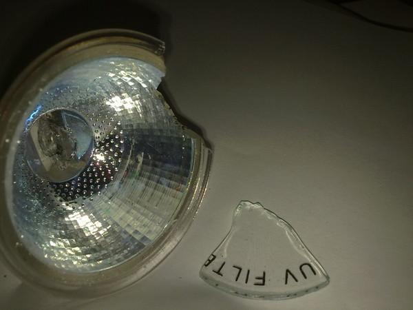 Почему лампочки лопаются при включении