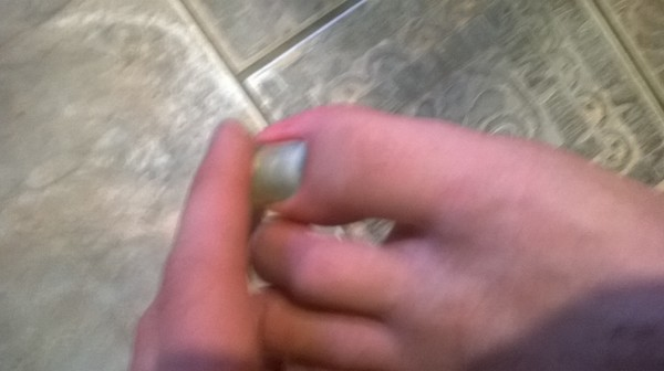 Упала тяжёлое на ноготь на