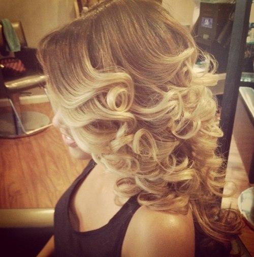 Прическа на средние волосы накрученные локоны