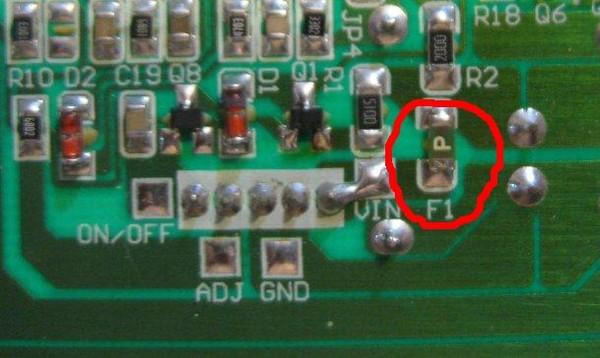 Расположен на плате инвертера JSI-220401 INV070330 V1.0. .  Нашел маркировку перегораемых предохранителей...