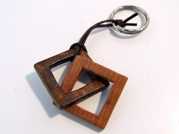 Сделать брелок из дерева