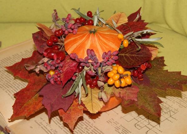 Экибана из осенних листьев