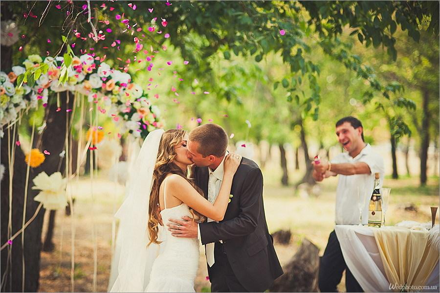 Почему горько на свадьбе кричат