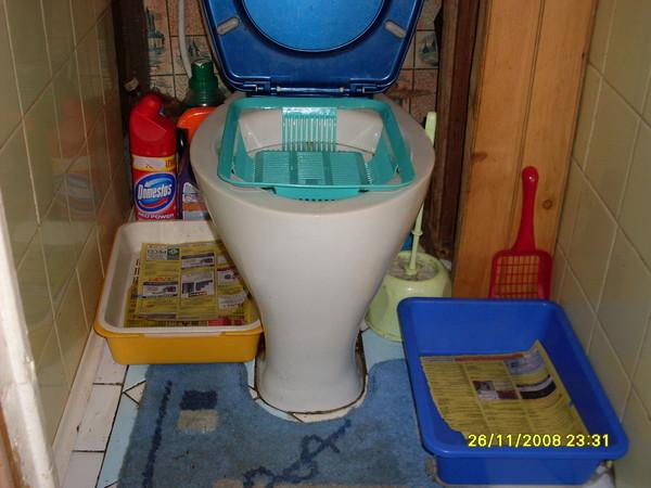 Как сыпать в туалет наполнитель