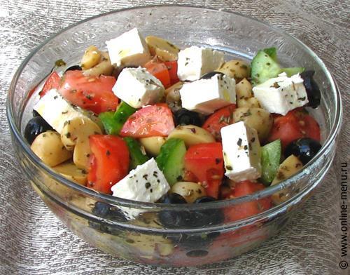 Салат с помидором огурцом и фетой
