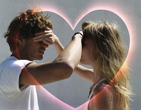 Почему когда парень целуется не закрывает глаза