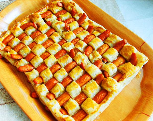 Пирожки из слоеного теста с сосиской рецепт в