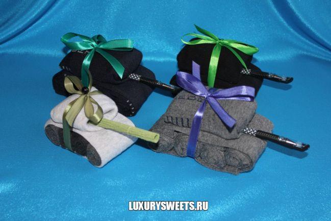 Упаковать подарок из носков