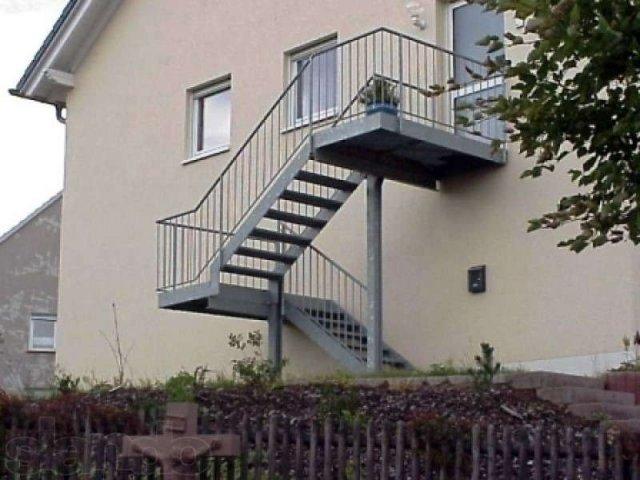 Лестница на второй этаж с улицы в частном доме своими руками