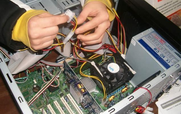 почему компьютер включается на пару секунд синтетическое