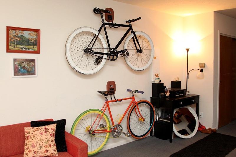 Вешалка для велосипеда на стену