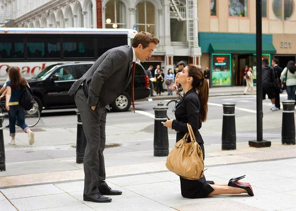 фото женщина на коленях перед мужчиной