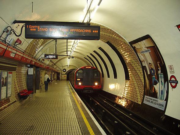 Картинки по запросу лондон метро контактный рельс