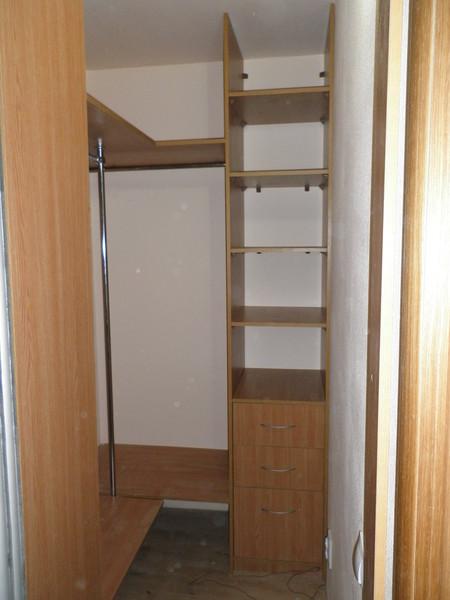 Ответы@mail.ru: кладовку переделать под гардероб.