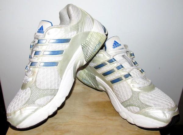 3276b294 Это 2 модели кроссовок адидас. Помогите узнать их название. Лучший ответ