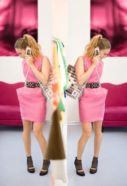 Секс в розовом платье