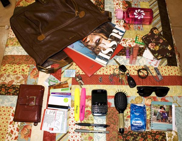 Психологический портрет женщины по содержимому сумочки