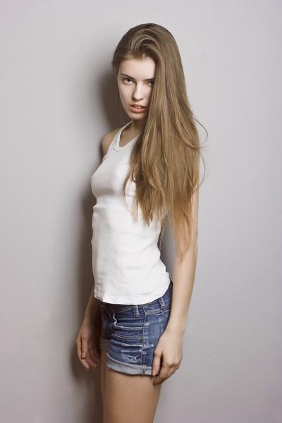 фото девушек с длинными русыми волосами