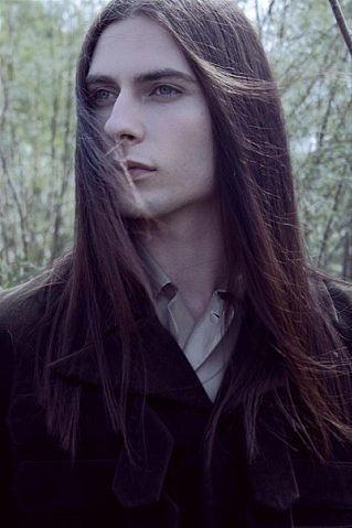 Очень красивые парни с длинными волосами