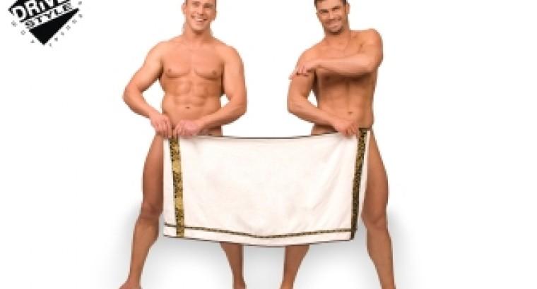 Парень с полотенцем на голове
