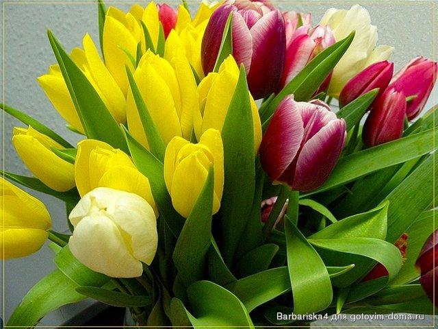 Три варианта открытки с весенними цветами в технике