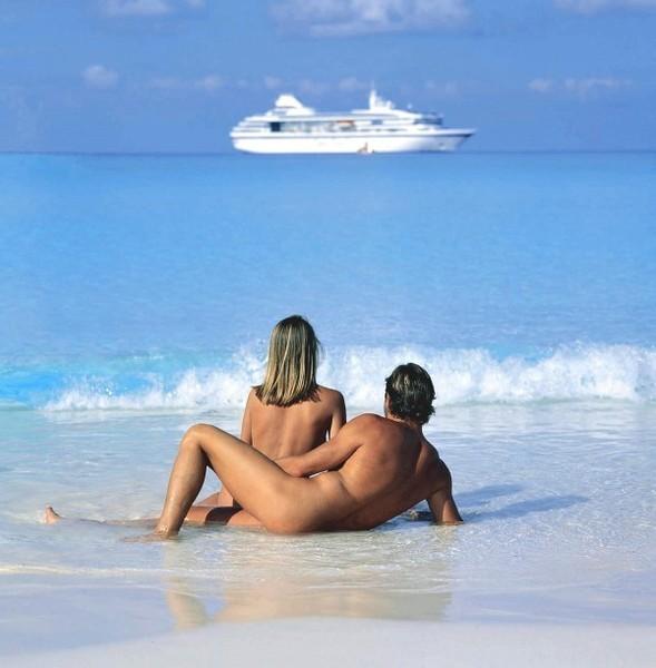 эротические фото отдыха пар на черном море то, что