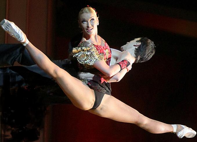 пикантные фото танцовщиц черту