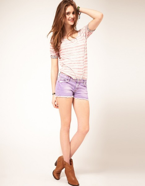 Cheerful young teen girl in denim shorts — Stock Photo ©