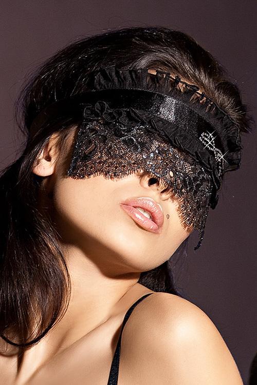 Женщина с повязкой на глазах картинки