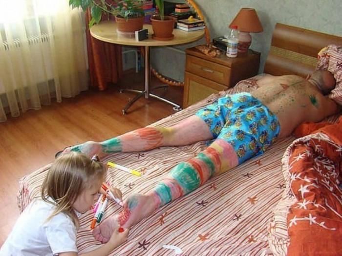 сын увидел пьяную маму и несмог сдержатся