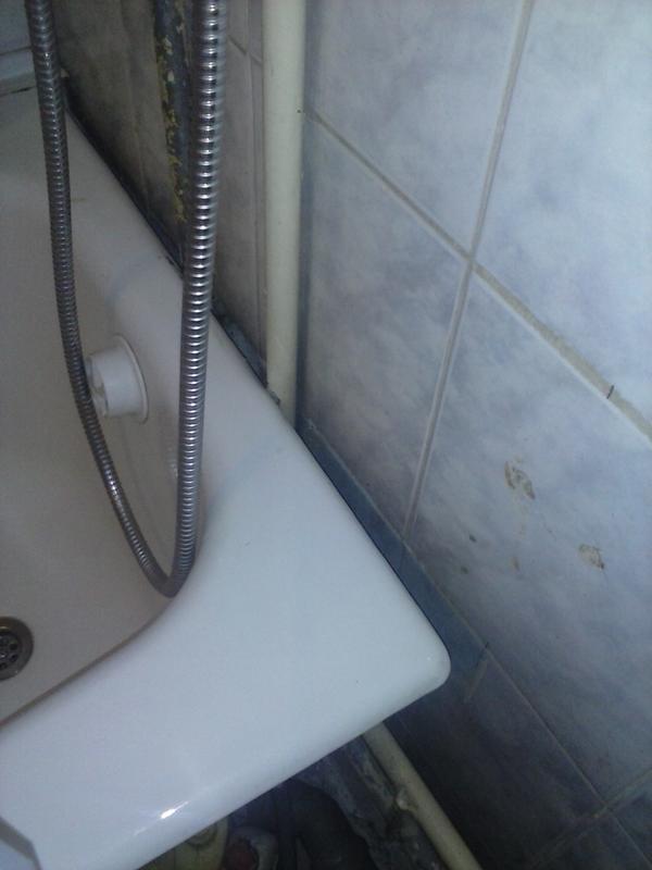 Как заделать промежуток 20 см между ванной