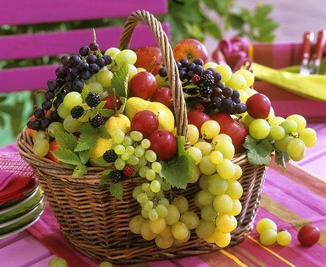Красивая открытка с фруктами