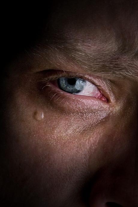 Картинки мужчина плачет