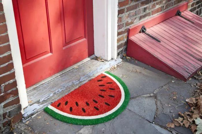 вязаный коврик у входной двери одежда крокодиловой кожи