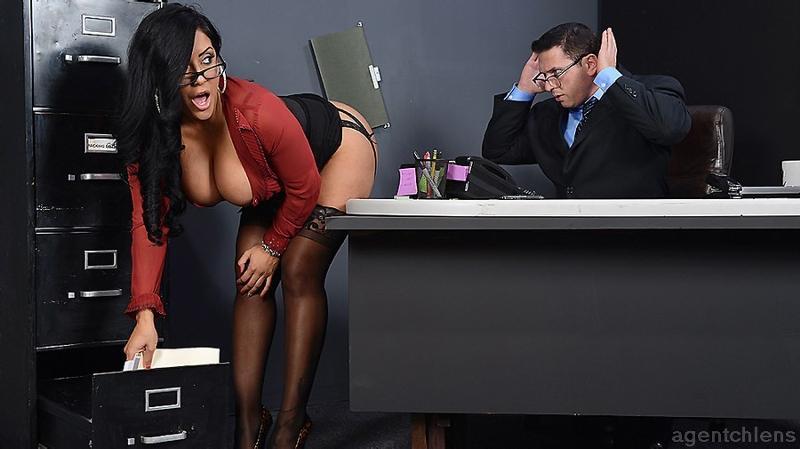 красивая секретарша соблазнила начальника