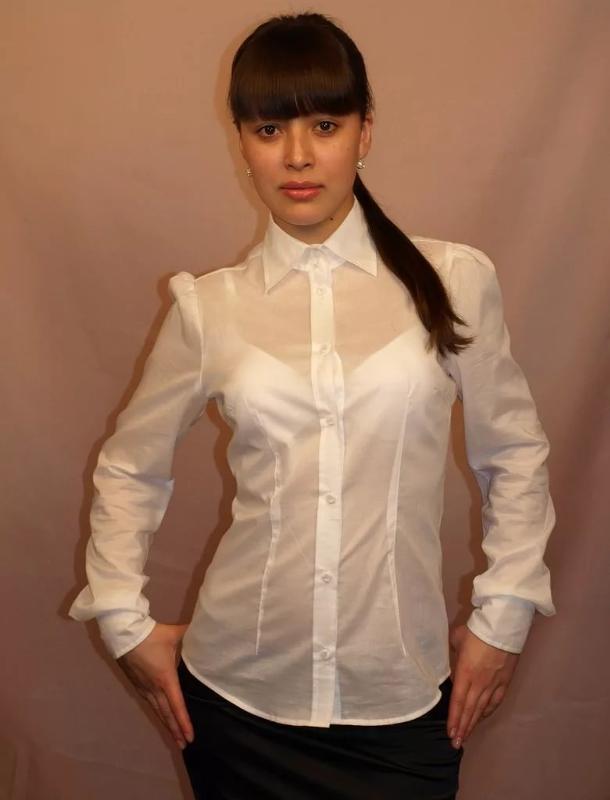devushki-v-prozrachnih-bluzkah-v-lifchike-foto-spermi-stekayushey-iz-zo-rta