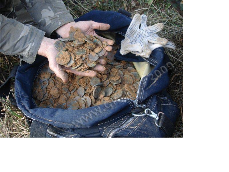 Ответы@mail.ru: реально ли найти старинные монеты?.