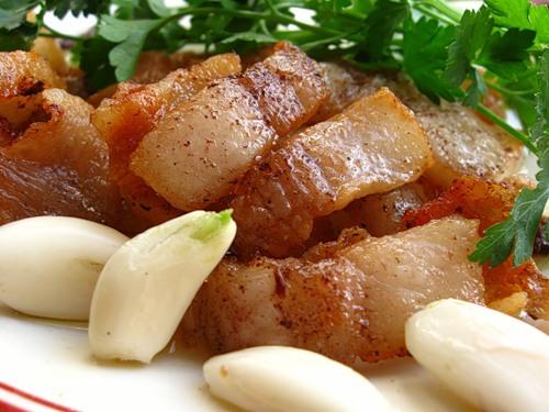 Жареное свиное сало