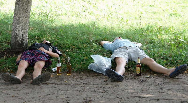 пьяная в кустах садится турецки