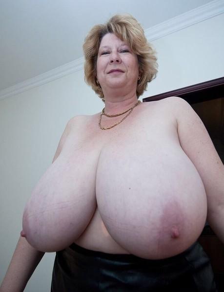 голые старушки с большими грудями фото