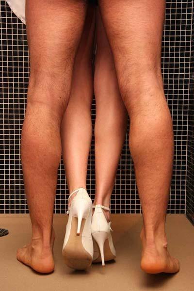 Нога госпожи на члене