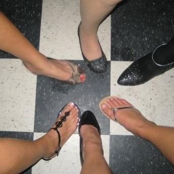 Девочки фоткают свои ножки фото частное фото 718-26