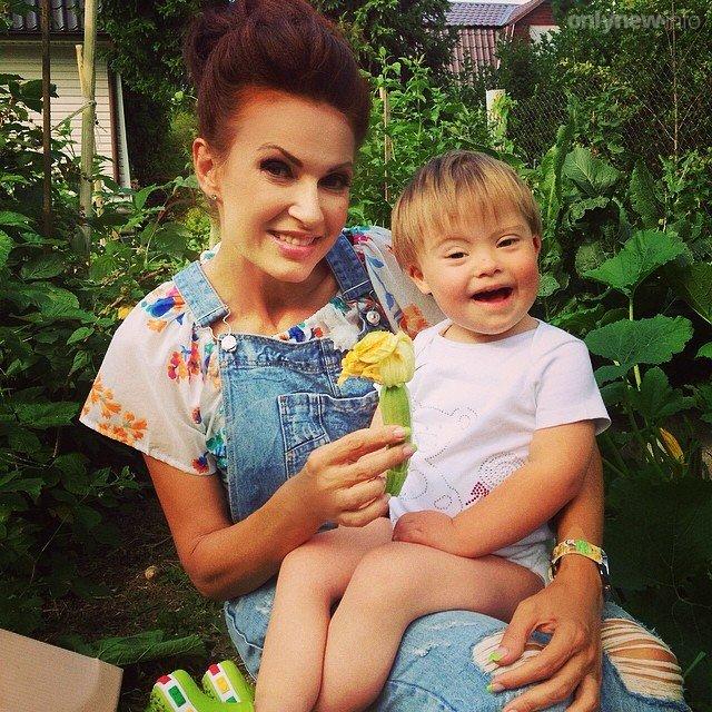 Эвелина бледанс с ребенком сейчас 2