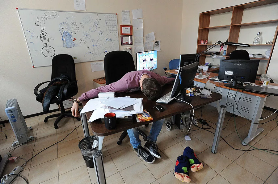 Прикольные картинки спит на работе, открытка