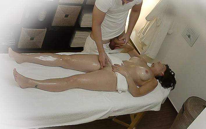 смотреть как русская дама вызвала на дом массажиста такие