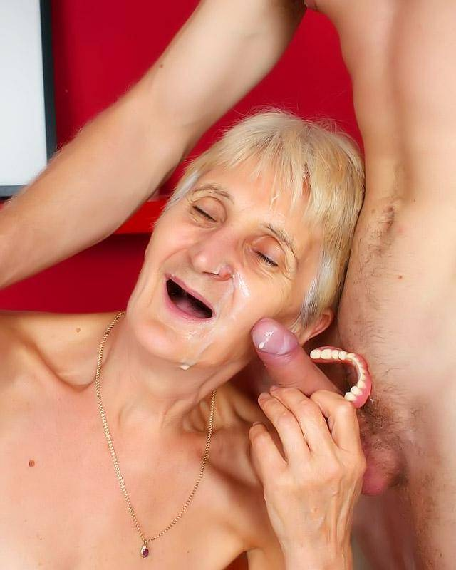 Бабушка любит молодых старая